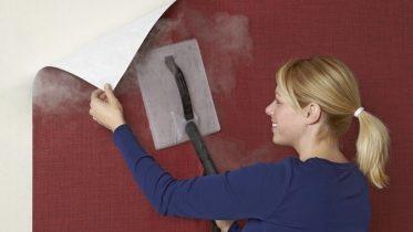 Dùng máy tạo hơi ấm bóc giấy dán tường